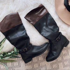 Shoes - Two toned boots